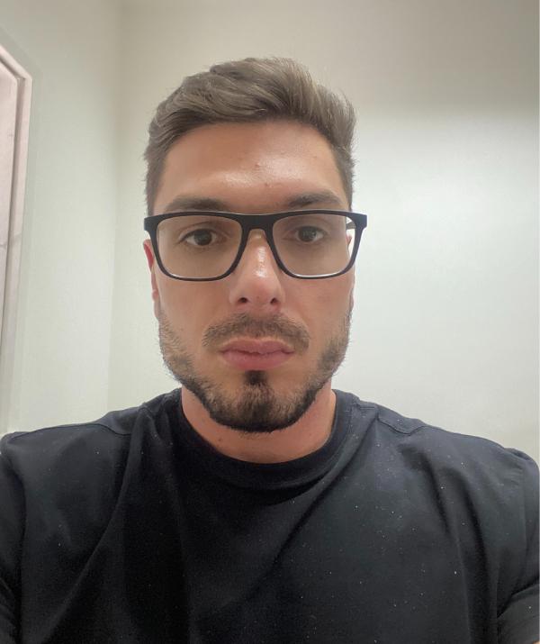 Diretor Guilherme Porto