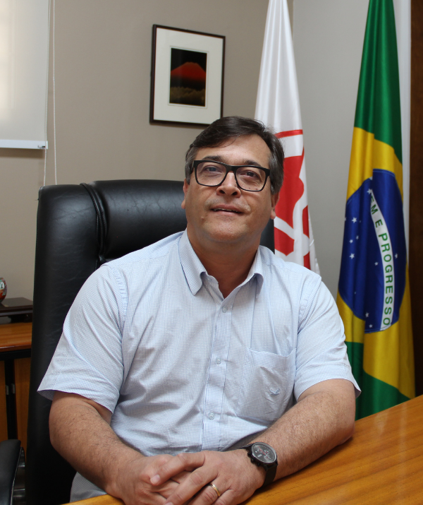 Diretor Fernando Hunka